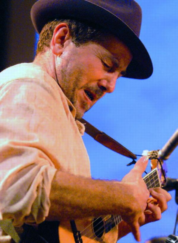 Domingo ist der Kopf des Colorao Quinteto, das Bekanntes und Vergessenes der kanarischen Volksmusik mit neuen Akzenten kombiniert