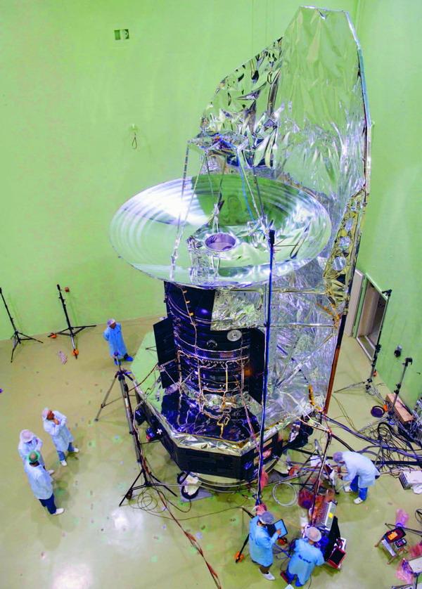 Das Herrschel Teleskop wird für akustische Tests vorbereitet