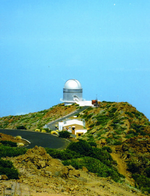 An der Zufahrtsstraße zum Gelände des Astrophysischen Observatoriums liegt das 1989 von den skandinavischen Ländern in Betrieb genommene Nachtteleskop Nordic-Optical-Telescope (NOT)