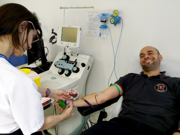 Blutspenden ist für die Feuerwehrleute Ehrensache.