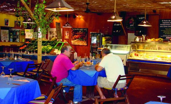 Rustikal-tropische Atmosphäre im Restaurant El Cordero