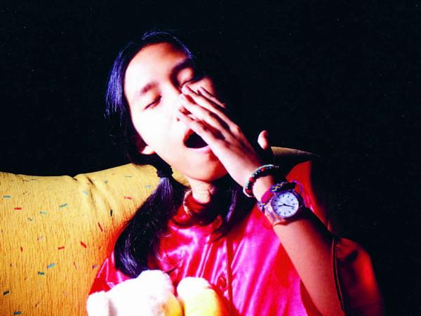 Gähnen muss manchmal sein – aber nur mit der Hand vor dem Mund