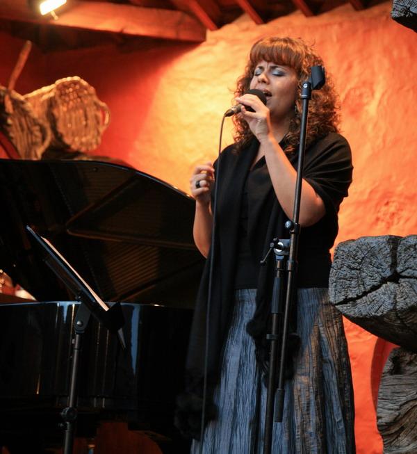 Sandra Morales (Gesang)