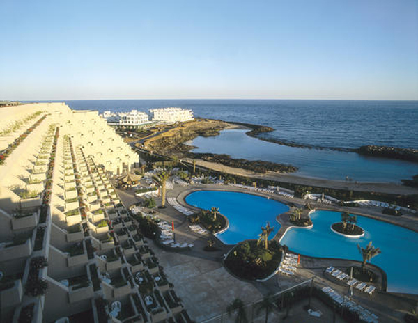 Die Gartenanlage des Hotels Costa Teguise im gleichnamigen Ort wurde von dem aus Lanzarote stammenden Architekten und Umweltschützer César Manrique gestaltet