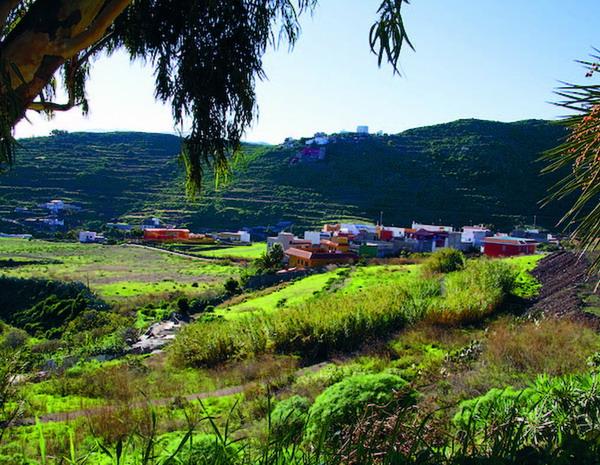 Kleine Dörfer, eingekuschelt ins ma-lerische Tal, bieten einen Kontrast zur Großstadt