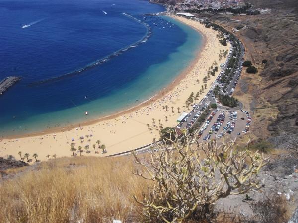 Während die Touristen die atemberaubende Aussicht auf den Teresitas-Strand bewunderten, wurde hinter ihrem Rücken das Mietauto geknackt.