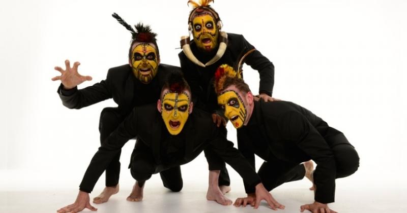 """Theater mit der Gruppe Yllana aus Madrid mit dem Stück """"The Primitals""""."""