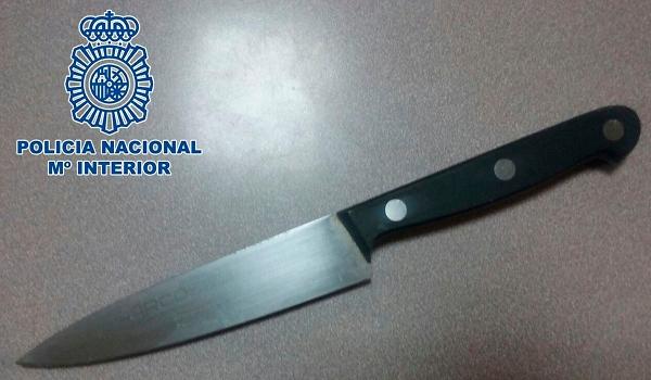 Mit diesem Messer wollte der Mann auf den Verwandten losgehen.