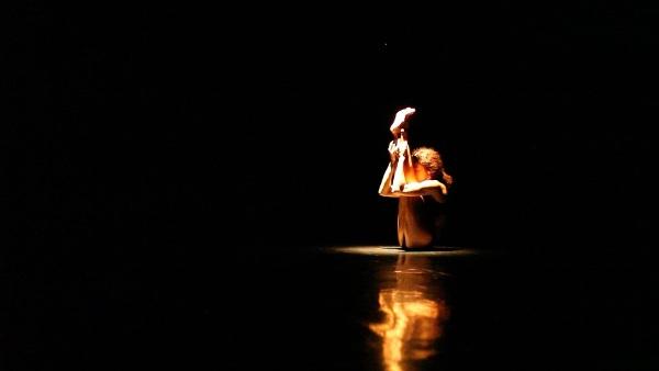 """Teresa Lorenzo mit ihrer Choreografie """"Cuerpar"""" – der Körper als Ausdrucksmittel."""