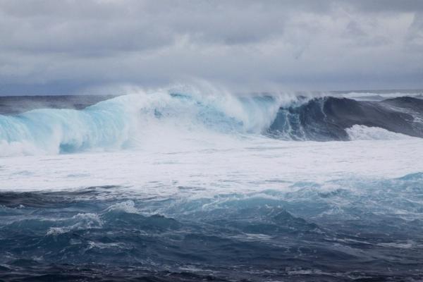 Bitte halten Sie respektvollen Abstand – der Atlantik kann sehr tückisch sein.