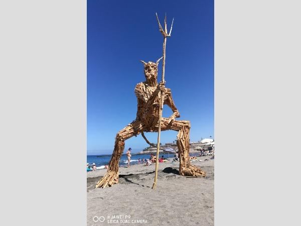 Ein italienischer Residenter hat dieses Kunstwerk als Mahnmal erschaffen.