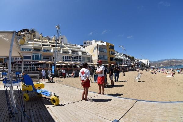 In den Ferienmonaten ist an der Playa de Las Canteras besonders viel los. Deshalb wurde die Zahl der ausgebildeten Rettungsschwimmer aufgestockt.