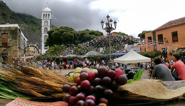 Die Kunsthandwerksmesse findet rund um die Plaza de La Libertad statt.