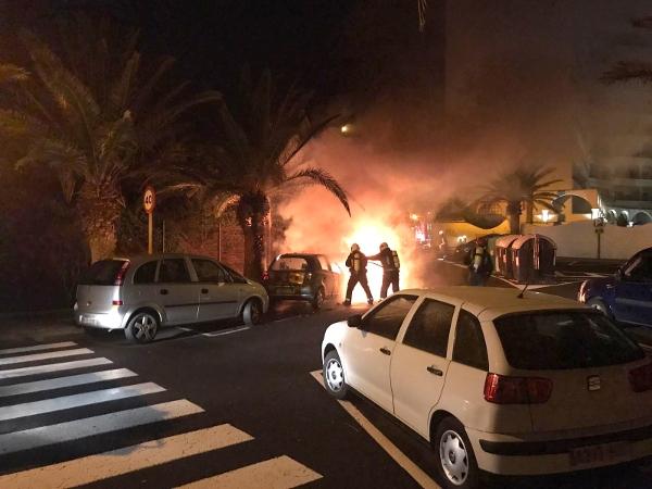 Lichterloh loderten die Flammen aus dem brennenden Auto.