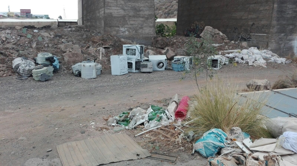 Es gibt genügend kostenlose Abgabestellen. Eine Müllentsorgung dieser Art ist absolut unnötig.