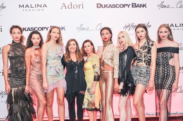 María Cao (Mitte) unter ihren Models und Kreationen, die nicht nur auf dem Laufsteg tragbar sind.