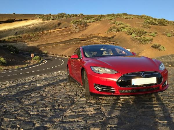 Der Tesla P85D ist der einzige seiner Art, der derzeit auf den Kanaren fährt.