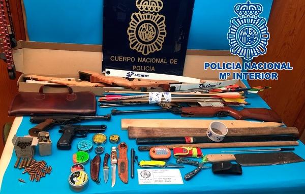 Mehrere Waffen wurden im Wagen des mutmaßlichen Täters sichergestellt.