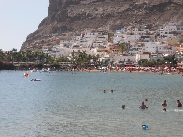 An diesem Strand in Mogán ertrank die deutsche Seniorin.