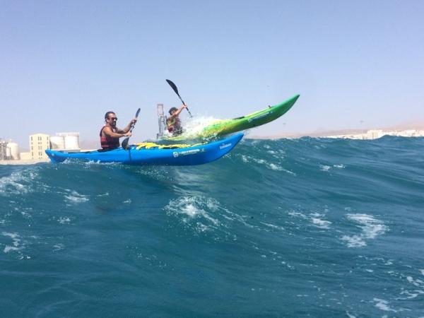 Der Atlantik rund um Fuerteventura hält für die Kajakfahrer einige sportliche Herausforderungen bereit.