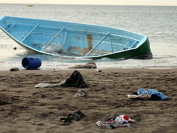 Im Süden Teneriffas gestrandetes Cayuco