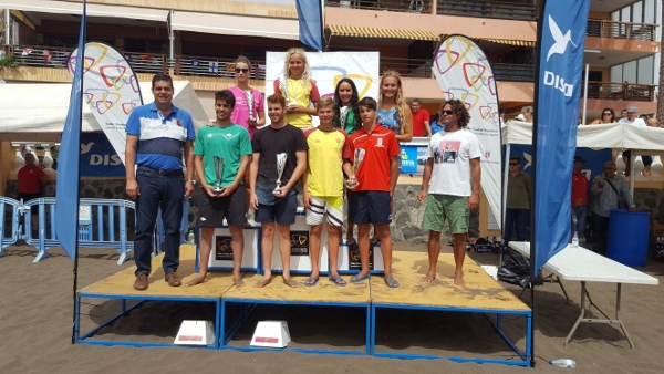 Das Siegerpodium des diesjährigen Schwimmwettbewerbs von Telde.