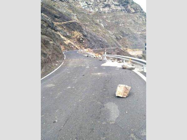 Heftiger Wind reichte aus, um die Steine zu lösen. Glücklicherweise wurde durch den Steinschlag niemand verletzt.