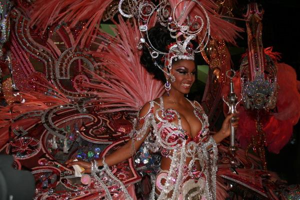 Ana María Tavarez Mata mit dem Kostüm Fantasia Embrujada