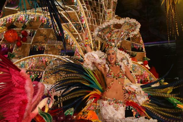 Dama de Honor: Raquel de Ara Carballo, Fantasia Vuelvo de la Guaira en coreillo cargada de loros stop besos Concha