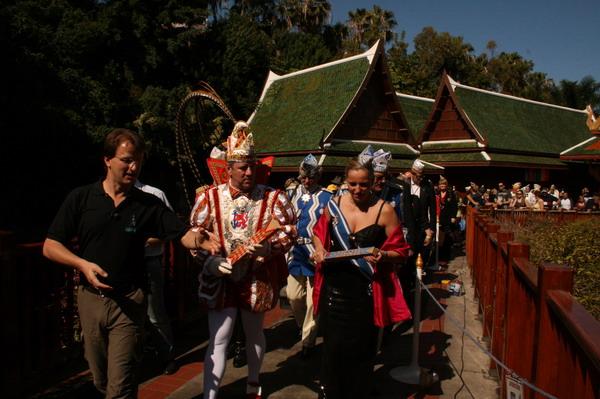 Der Kurator Matthias Reinschmidt, bekannt aus VOX stellt Prinz Lothar I, & Venetia Ute den Loro Parque vor