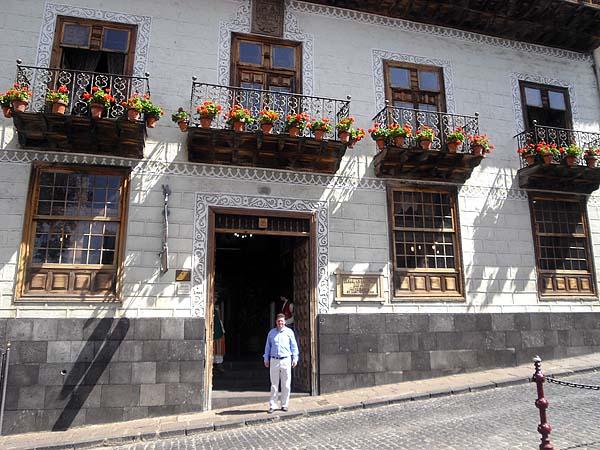 Die vielen Balkone haben diesem weltweit berühmten Haus den Namen gegeben
