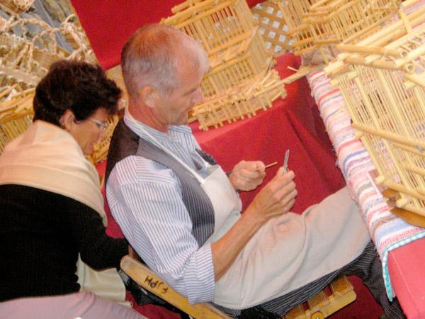 Der Bau von Volieren ist ein traditionelles Handwerk