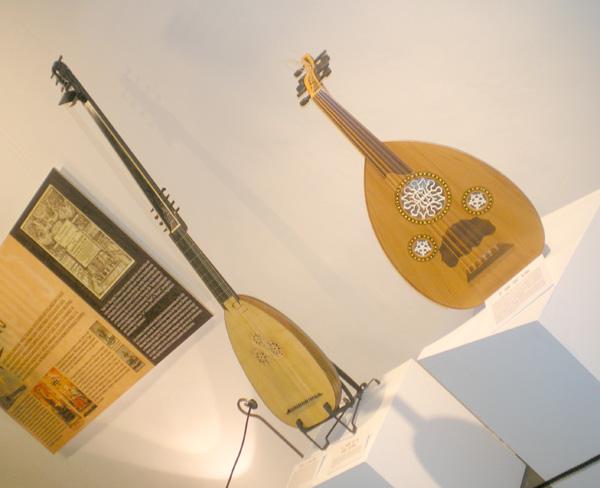 Urahnen des Timple: Die Barockgitarre und die Vihuela aus dem 16. Jahrhundert