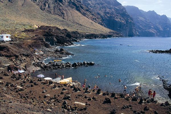 Die geschützte Bucht eignet sich zum Baden, aber auch für alle Arten des Wasser- und Unterwassersports
