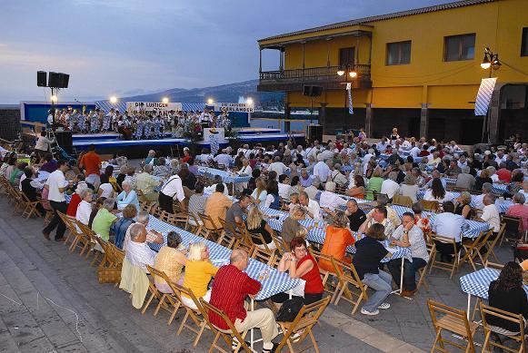 Der bayrische Bierabend an der Plaza Europa zählt zweifelsohne zu den Höhepunkten