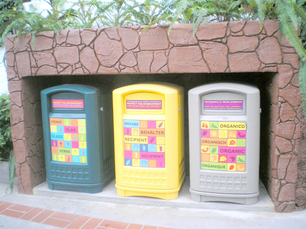 Tierpark mit Mülltrennung: Die Sammelbehälter