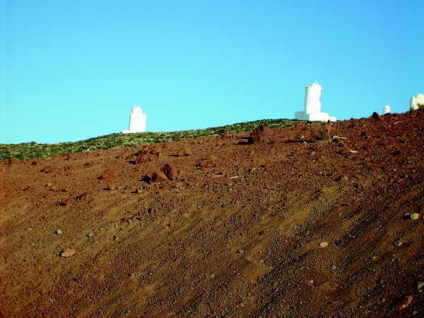 Wird das neue Sonnenteleskop hier im Observatorium des Teide Nationalparks sein neues Zuhause bekommen?