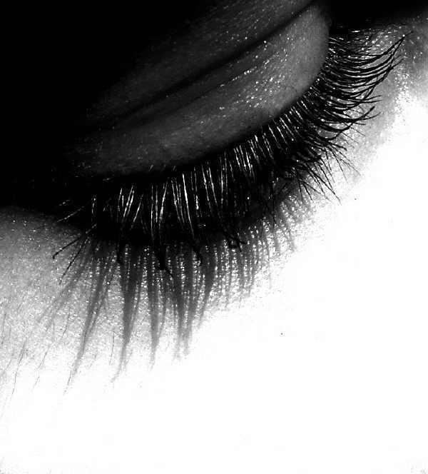 Die Augen und Brauen werden geschickt betont