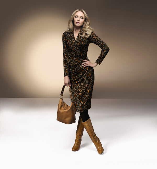 Fein gemustert präsentieren sich viele der neuen Kleidervarianten, die im Kontrast dazu, dann schlicht geschnitten sind