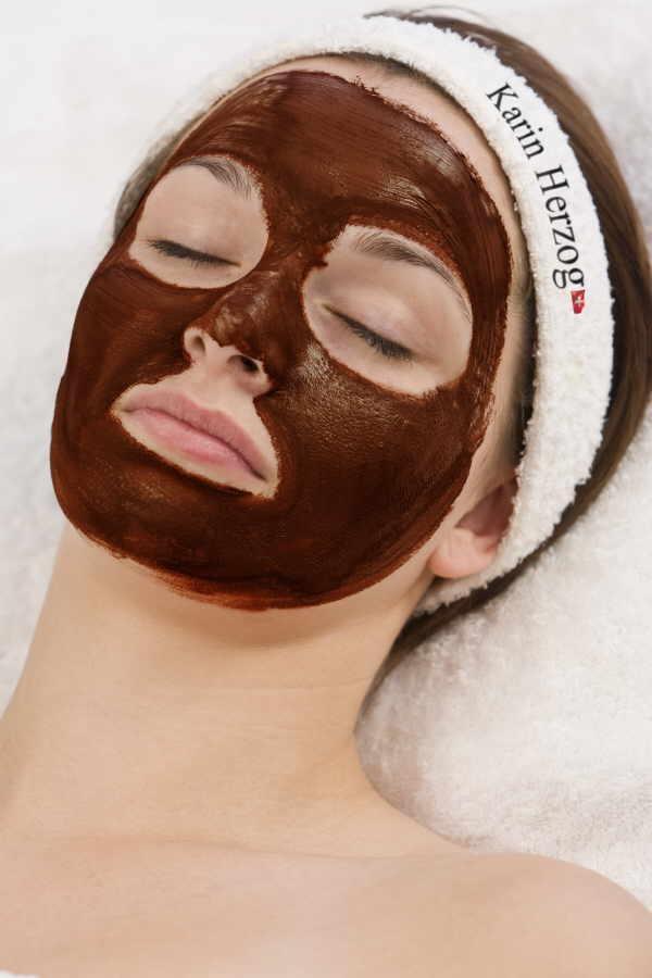 Masken mit Naturerde verwöhnen seit jeher die Haut mit Mineralien