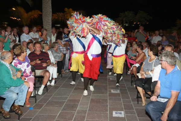 Farbenfrohe und lebensbejahende kanarische Tradition