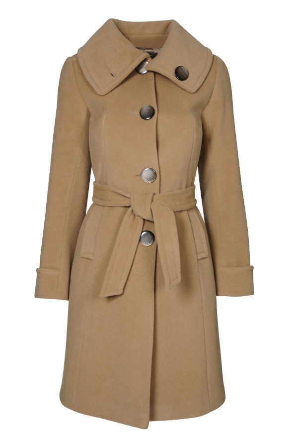 Der kommt mit Sicherheit so schnell nicht aus der Mode: Kamelfarbener Mantel im Trenchcoat Stil und mit lässigem Bindegürtel