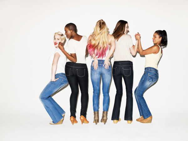 Jeans in allen Variationen sind auch aus diesem Mode-Sommer nicht wegzudenken