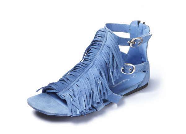 Auch Sandalen machen den Jeans-Trend mit!