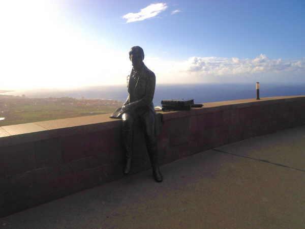 Leger sitzt Alexander von Humboldt für alle Zeiten über dem Orotavatal.