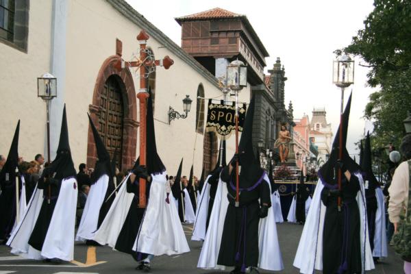 La Laguna und seine Prozession hat Gänsehautcharakter und ist weit über die Insel hinaus berühmt.