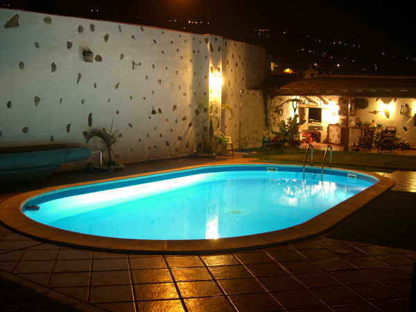 Der Traum vom Häuschen im Süden wird durch einen Pool perfekt.