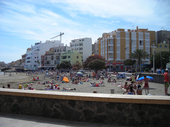 Der zentrale Strand in El Médano, besonders für Kiner geeignet