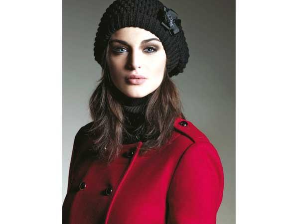 Ein echter Hingucker im kommenden Winter sind leuchtende Farben. Rot feiert eine sensationelle  Renaissance und war auf beinahe jedem Laufsteg der internationalen Designer zu sehen.