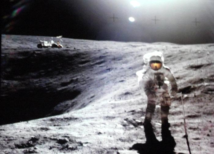 Spaziergang auf dem Mond: Orientierung am Sonneneinfall